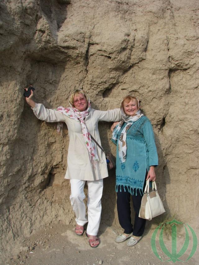 На городище Гиан-тепе. Ольга и Мария.
