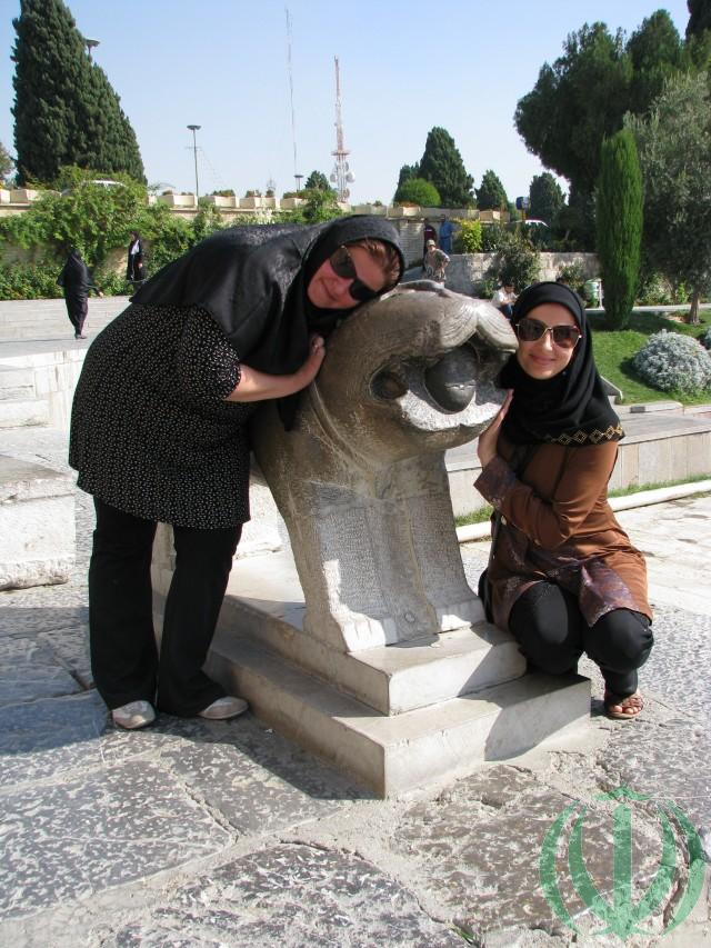 Благородный Исфахан. Лев Желаний. Эрика и Ольга: львы любят ласку!