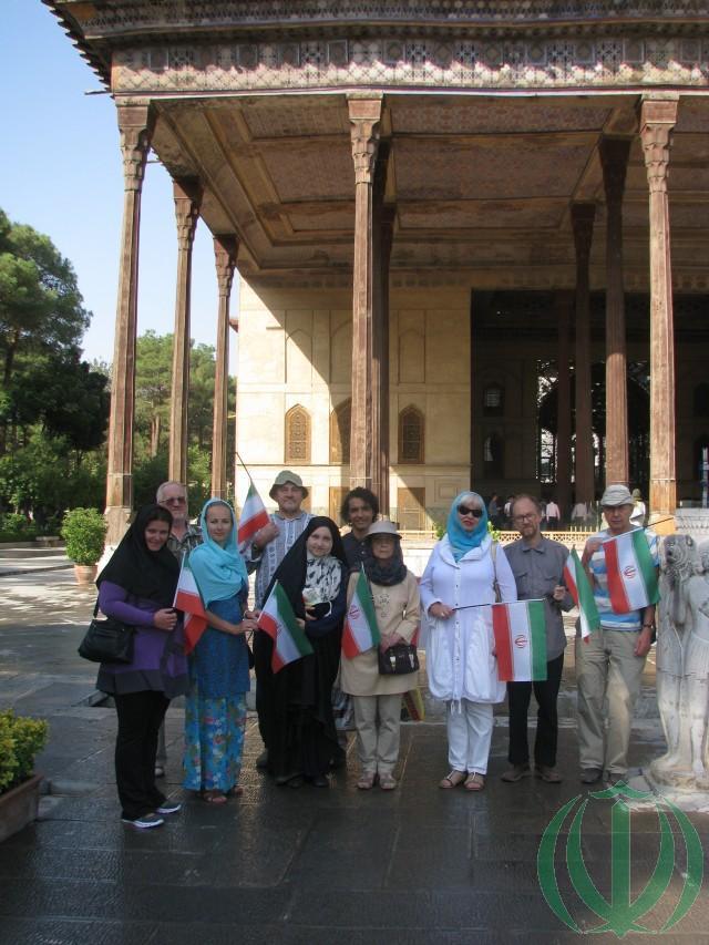 Друзья Ирана во дворце Чехель Сотун