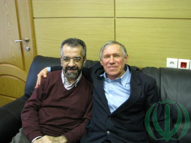 Господин Хоссейн Табатабаи (слева) и автор