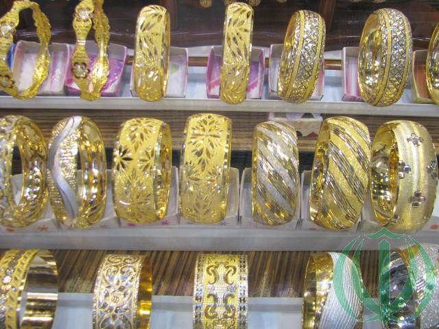 Здесь и ниже - иранское золото