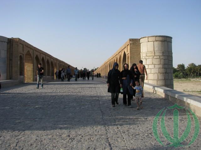 На мосту Си-о-се поль