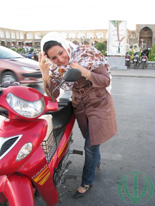 Сгодится и мотоцикл - главное быть красивой
