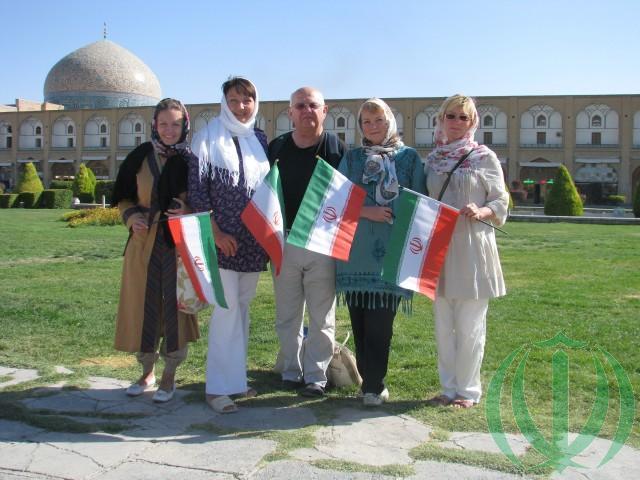 Латвийские Друзья Ирана у мечети Шейх Лотфоллах