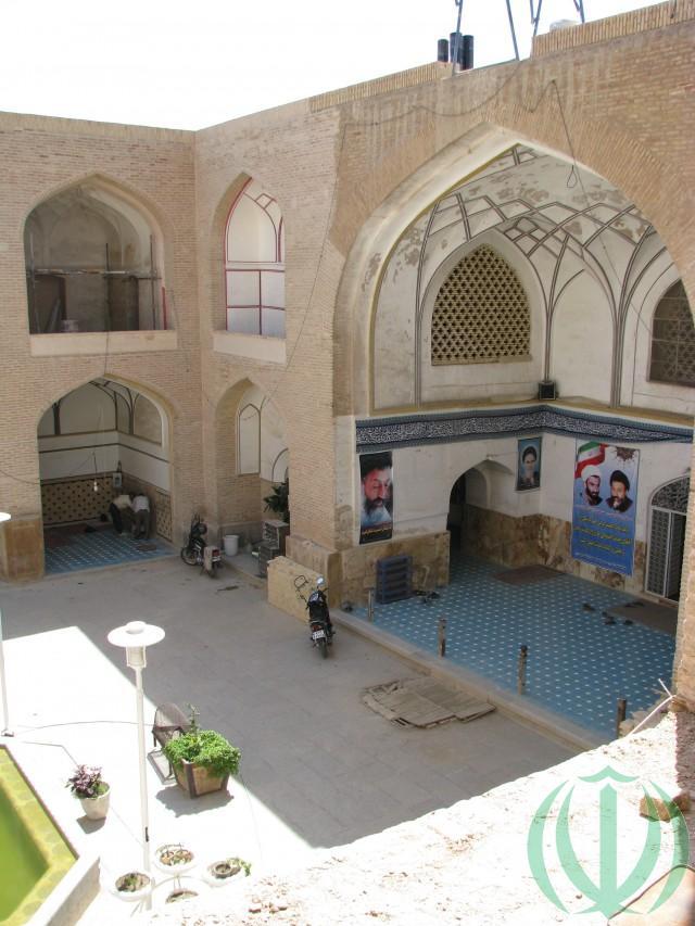 Дворик мечети Али.
