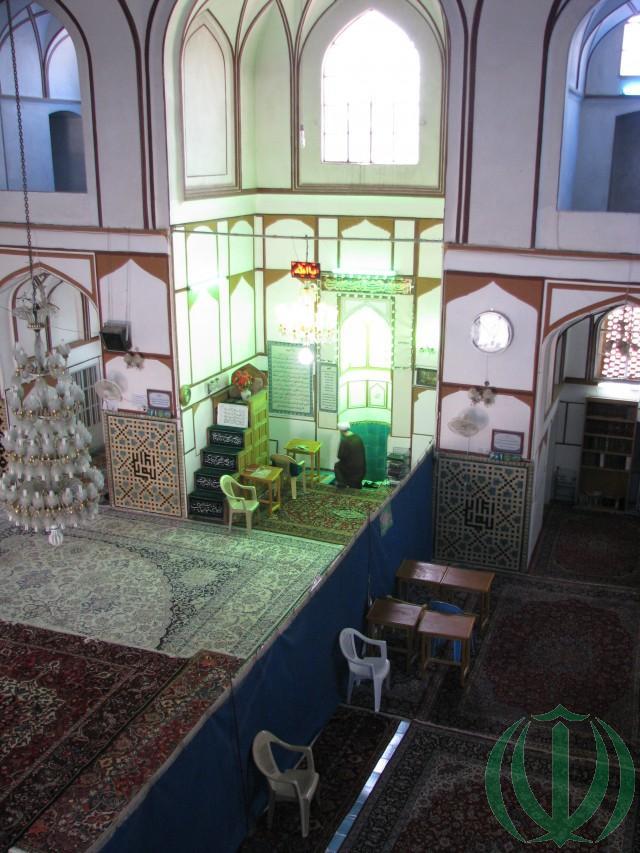 В мечети Али.